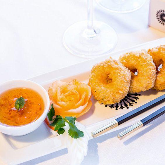 Beignets de crevettes parfumé au curry rouge