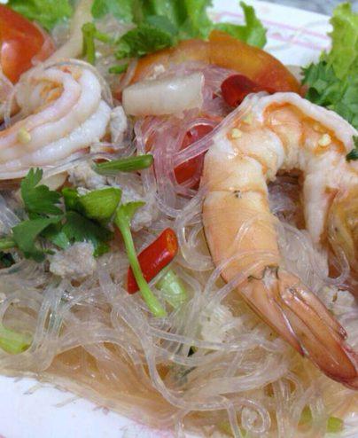 02. YUM WOON SEN KOONG : Salade de nouilles de riz thai avec crevettes fraîches.