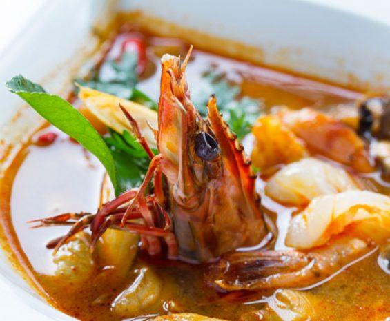 Soupe Royale thaïlandaise épicée aux crevettes