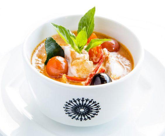 Poulet au curry rouge et lait de coco